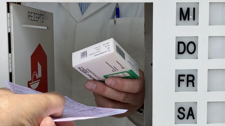 Medikamentenausgabe im Apothekennotdienst Dortmund